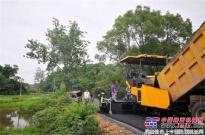 陕建机SUM720摊铺机服务湖南老区建设