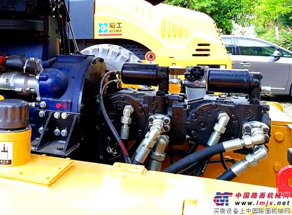 厦工全液压双驱单钢轮振动压路机XG622H:道路施工的压实利器