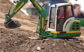 仿真模型爱好者聚会,这一台挖掘机,今天大展身手!