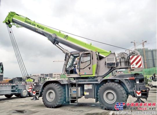 中联重科起重机家族新势力 RT60越野轮胎吊交付秦皇岛客户