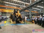 柳工首批量产CLG856H装载机,在印度工厂装配线成功下线!
