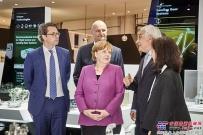 德国总理默克尔在ILA参观利勃海尔展台