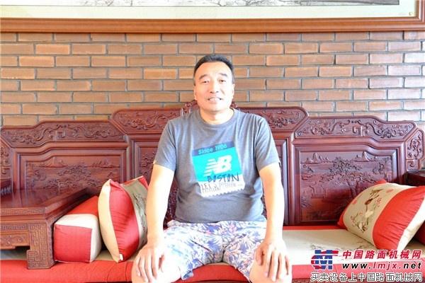 信义为本 陕建摊铺机助北京信义改善首都人民出行条件