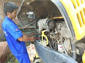 检查挖机电路及油管