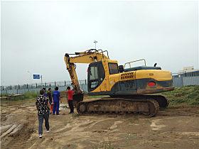 张贵中的YC230LC-8正在河北保税区内施工