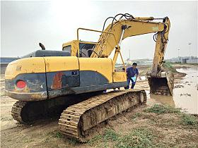 威武霸气的YC230LC-8挖掘机
