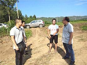 玉柴服务人员与王海龙交流