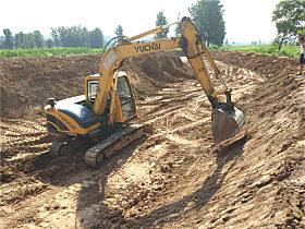 玉柴YC60-8小挖正在工作中