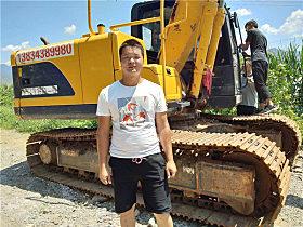 王海龙和他的YC135-9挖掘机