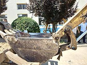 使用超过11000小时的玉柴YC60-8小挖铲斗