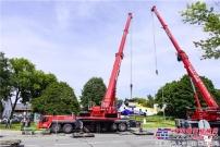 利勃海尔移动式起重机起吊军事历史展品