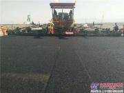 中大成套设备小乌高速抗离析超宽度整幅摊铺获好评!