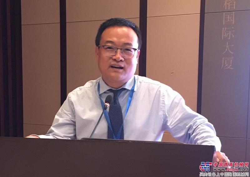 凝聚行业、发挥优势、共创末来——2018年中国工程机械工业协会铲土运输机械分会年会在长沙隆重举行
