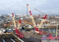 利勃海尔LR 11350和LR 1750履带式起重机共同完成在曼彻斯特的桥梁吊装