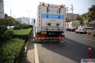 福建海山:两台重型道路污染清除车亮相郑州,路面像新铺的