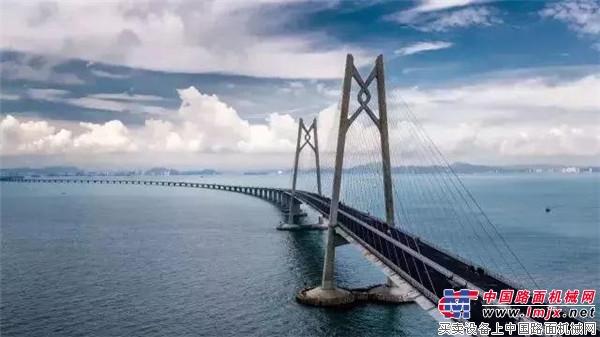 中大机械参建的港珠澳大桥,今天正式开通!