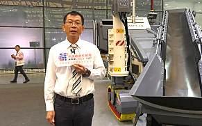 【上海宝马展 绕机讲解】维特根中国高级产品经理朱江介绍SP 15水泥滑模摊铺机