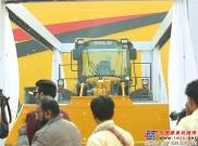 山东临工在2018印度宝马展上推出L958F轮式装载机
