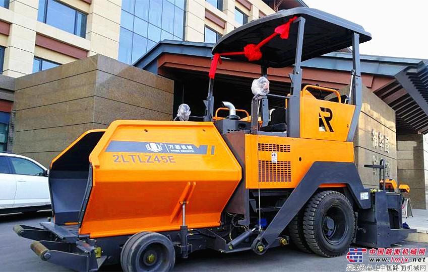 万德机械2LTLZ45E型沥青摊铺机:创新升级 因你而变