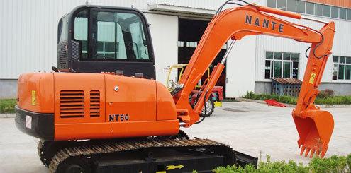 南特NT60全液压履带式赤追�L�t淡淡��道挖掘机