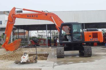 南特NT210全液压履带式挖掘机