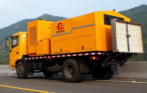 易山重工CLYB-CY2000型沥青路面综合养护车