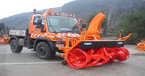 欧亚机械TSI2500离心鼓风式除雪车