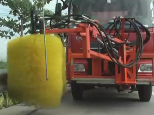 易山重工多功能作业护栏清扫机/高速公路护栏清扫设备