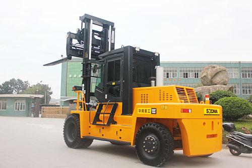 华南重工HNF160S石材专用叉车高清图 - 外观