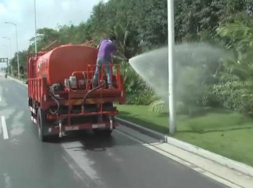 ?#21672;?#37325;工清扫护栏/洒水车/铲雪车多功能作业养护车