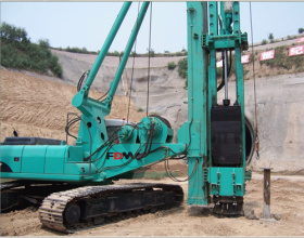 富岛机械YD7全液压多功能打桩机高清图 - 外观