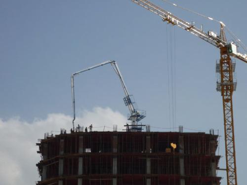建研HGY28电梯井爬升式布料机