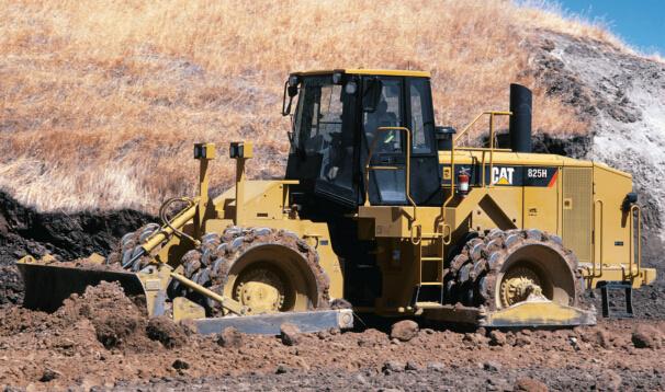 卡特彼勒825H土壤压实机
