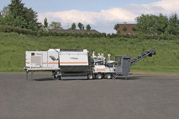 维特根KMA 220 移动式厂拌冷再生设备高清图 - 外观