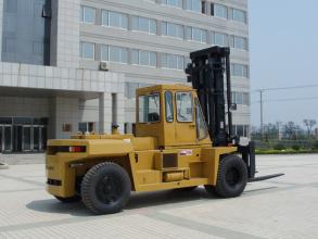 大连叉车15吨轻型内燃平衡重叉车高清图 - 外观