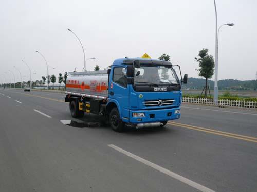 楚飞东风多利卡(6.97立方)加油车高清图 - 外观