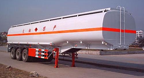 湖北合力化工液体运输半挂车29800kg