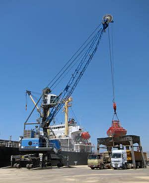 利勃海尔LHM 120移动式码头高架吊高清图 - 外观