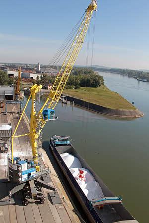 利勃海尔LHM 280移动式码头高架吊高清图 - 外观