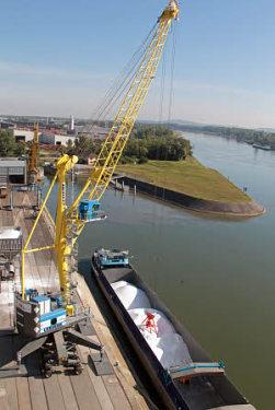 利勃海尔LHM 280移动式码头高架吊
