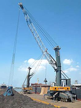 利勃海尔LHM 600移动式码头高架吊