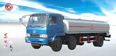 东风解放小三轴运油车