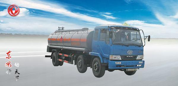 东风解放小三轴化工液体运输车