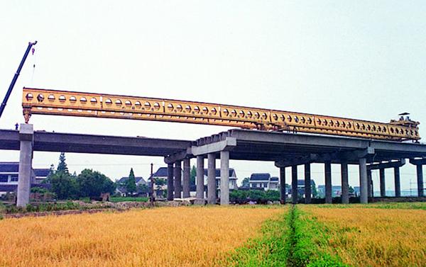 华中建机HZQ系列运架一体架桥机高清图 - 外观
