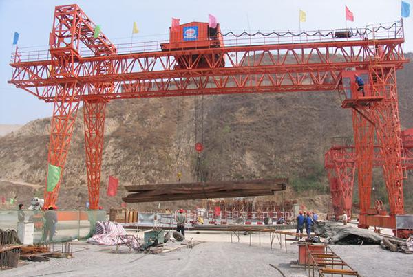华中建机MGh系列桁架梁龙门吊高清图 - 外观