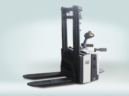 中联重科DB16电动堆高车