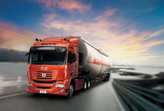 联合卡车6×4中长途运输牵引车