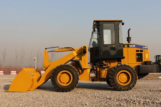 山工机械SEM618D轮式装载机