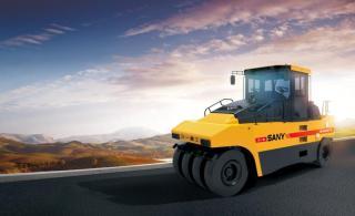 三一重工SPR300-5輪胎壓路機
