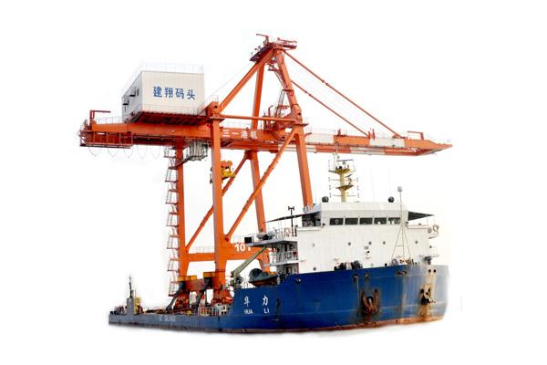 港口轮胎式起重机